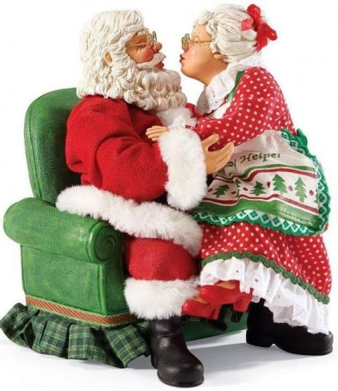 kissing-santa1476653_656116824438932_1566947361_n